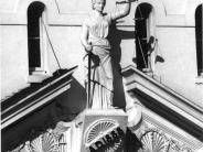 Photo of statue of Themas without her blindfold