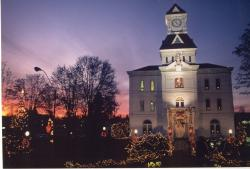 Photo of Courthouse at Christmas